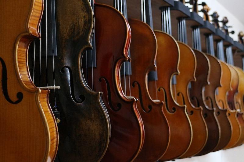 コスパ最強バイオリンセット【ニコロサンティ】初心者向けの値段です。
